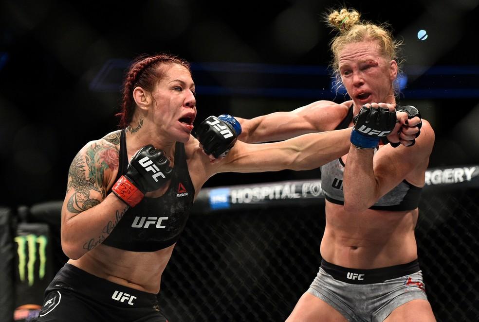 Cris Cyborg  não concordou com a pontuação dos juízes que deram dois rounds para Holly Holm no UFC 219 (Foto: Getty Images)