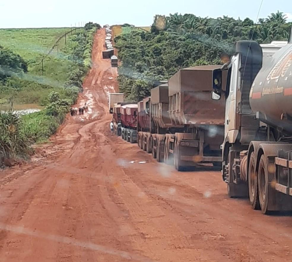 Fila de caminhões na BR-158 — Foto: Divulgação