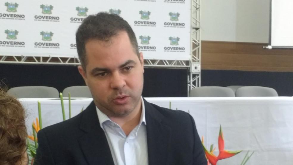Cristiano Feitosa, secretário de Administração e Recursos Humanos, comenta venda de ativos do RN (Foto: Igor Jácome/G1)