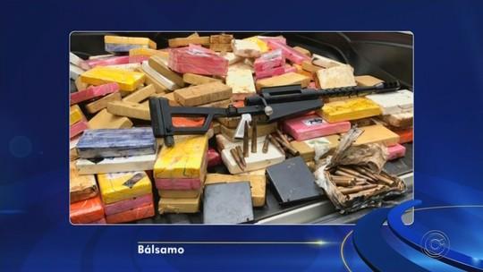Polícia apreende cerca de uma tonelada de cocaína em fundos falsos de caminhões em Bálsamo