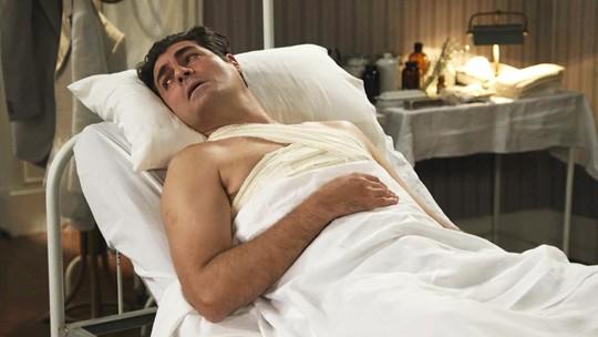 Darcy sente o ferimento e passa por exames médicos