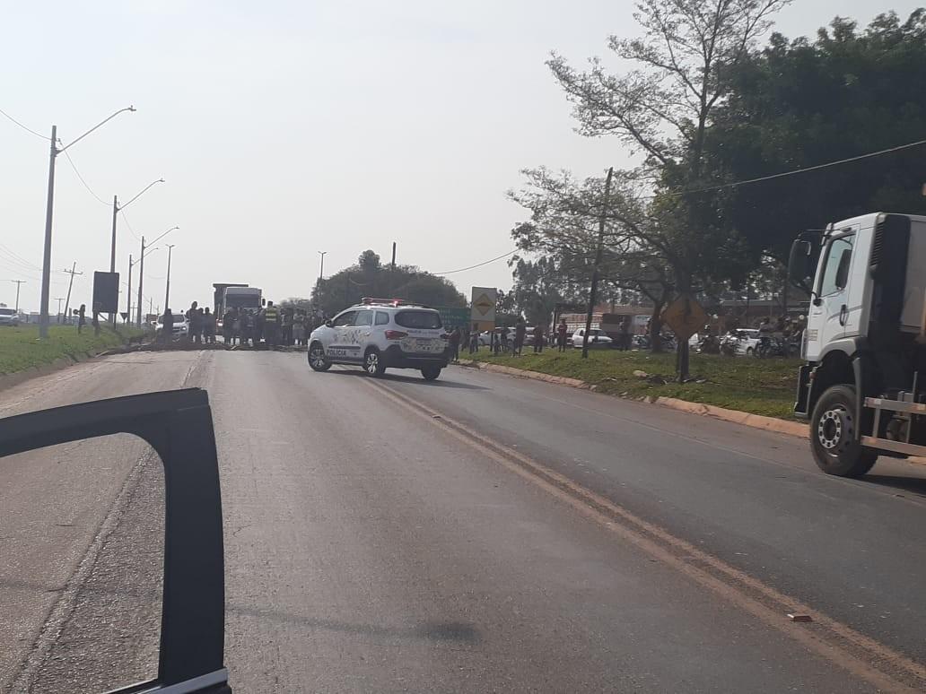 Moradores fecham rodovia em Itapeva para protestar contra ordem de despejo