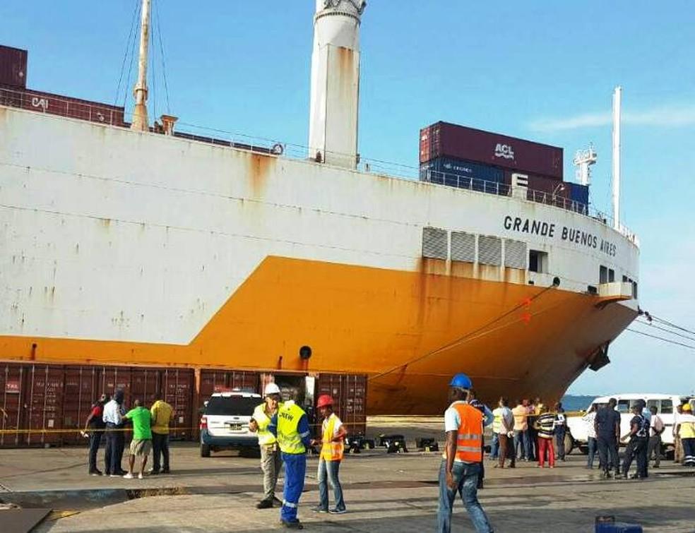 Carregamento de cocaína foi encontrado em Angola (Foto: G1 Santos)