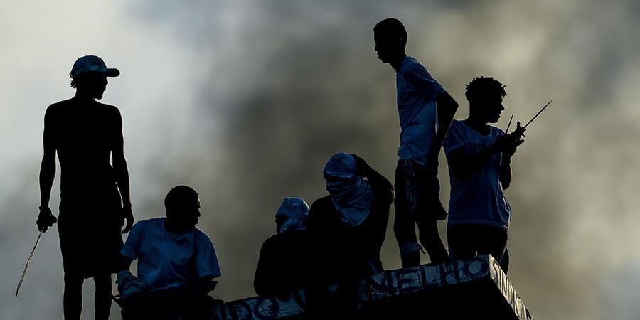 Presos durante rebelião em Alcaçuz no ano passado. A situação da cadeia, comparada à de um campo de concentração, mudou de lá para cá — para pior (Foto: Andressa Anholete / Afp)