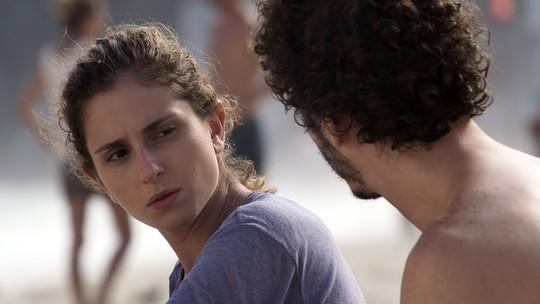 Ivana deixa Cláudio falando sozinho