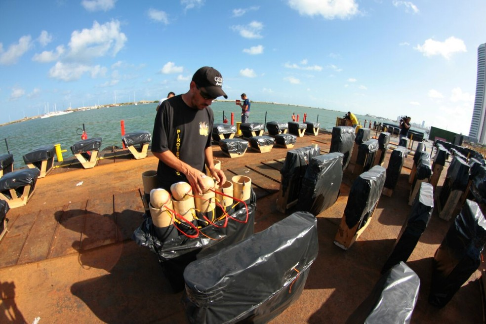 Serão utilizadas 15 toneladas de fogos de artifício  (Foto: Marlon Costa/Pernambuco Press)