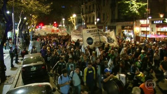 Argentinos protestam por mais investimentos nas universidades públicas