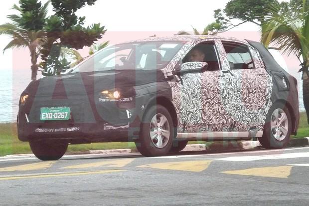Novo Chevrolet Onix foi flagrado no litoral de São Paulo (Foto: Oswaldo Palermo/Autoesporte)