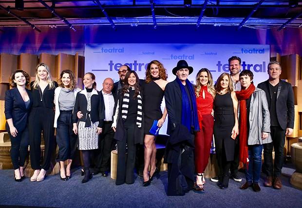 Claudia Raia com seus convidados (Foto: Manuela Scarpa/Brazil News)