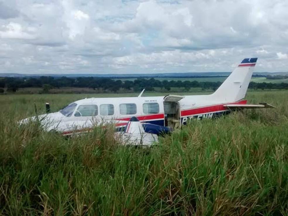 Avião que fez pouso forçado em fazenda levava Angélica, Hulck, filhos e babás. — Foto: Walter Barbosa