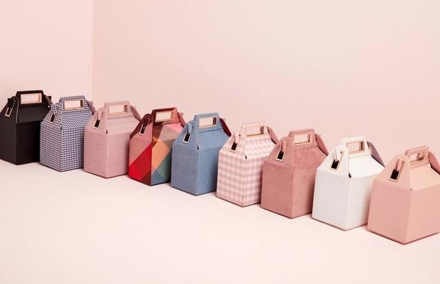 A Takeout bag da Pop & Suki, em suas nove versões (Foto: Instagram Pop & Suki/ Reprodução)