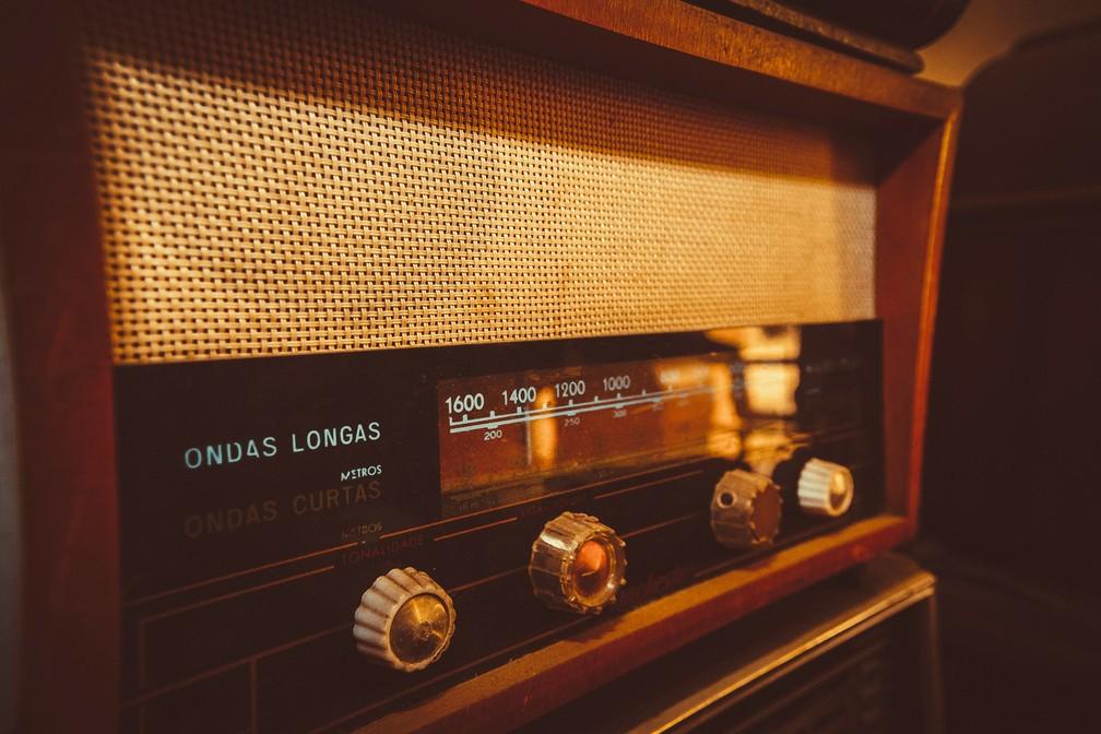 Aparelho de rádio integra coleção de restaurador (Foto: Fabio Rodrigues/G1)