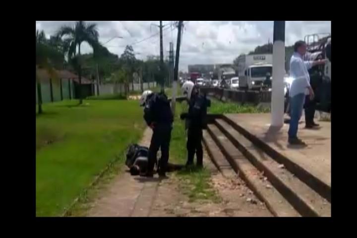 Motociclista é imobilizado até desmaiar por guarda municipal em blitz de Belém - Notícias - Plantão Diário