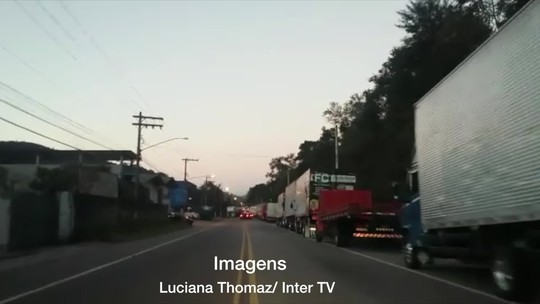 Greve dos caminhoneiros avança pelas rodovias do interior do RJ nesta terça
