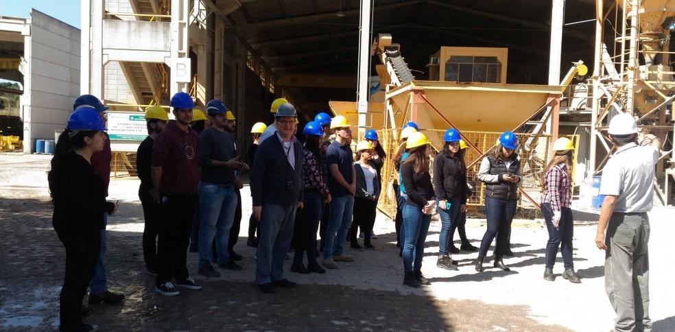 Estudantes de Engenharia Civil da Universidade Presbiteriana Mackenzie de São Paulo conheceram um pouco mais sobre o sistema pré-fabricado em visita ao Grupo Premodisa (Foto: Divulgação)