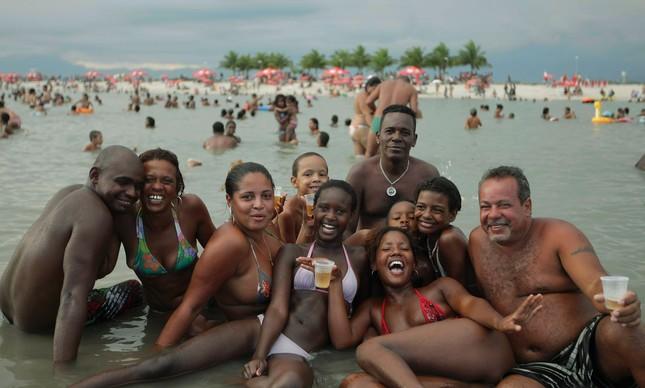 Alegria sem restrição no Piscinão de Ramos, em um domingo do verão de 2011