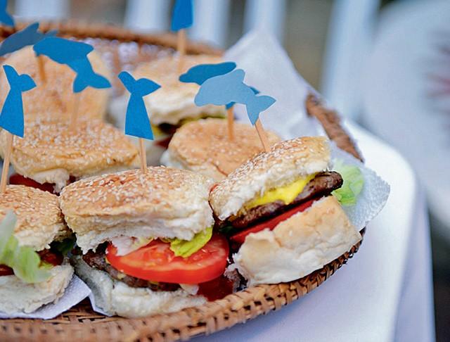 Em 2013, capricho na apresentação dos mini-hambúrgueres;  (Foto:  GUTO SEIXAS (O FESTEIJO))