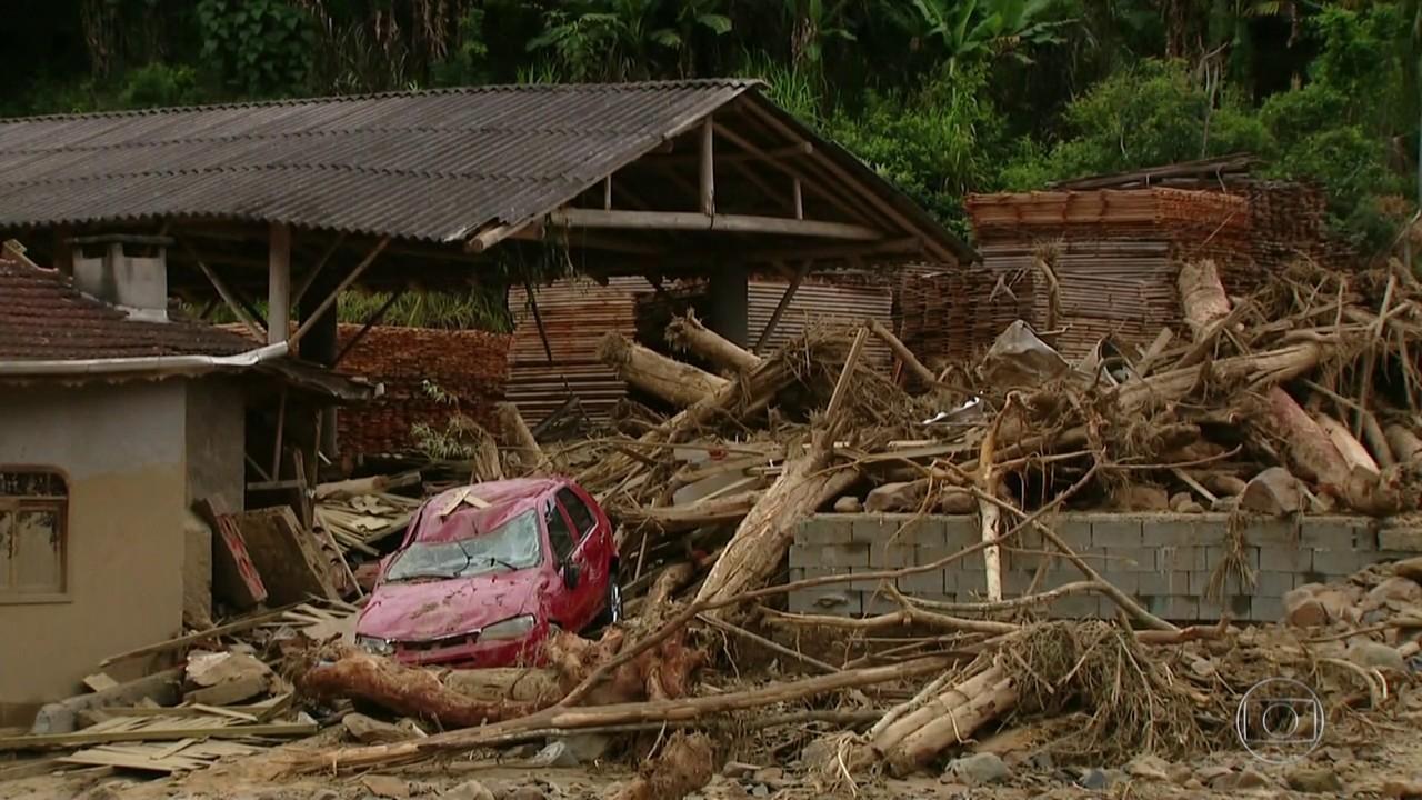 6 pessoas seguem desaparecidas após tempestade no Vale do Itajaí, SC