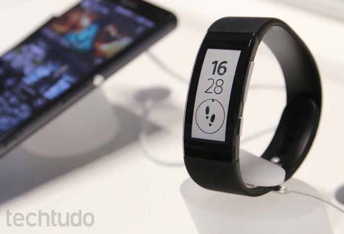 Smartband Talk é aposta da Sony em gadgets de tela e-ink  (Foto: Fabricio Vitorino/ TechTudo)