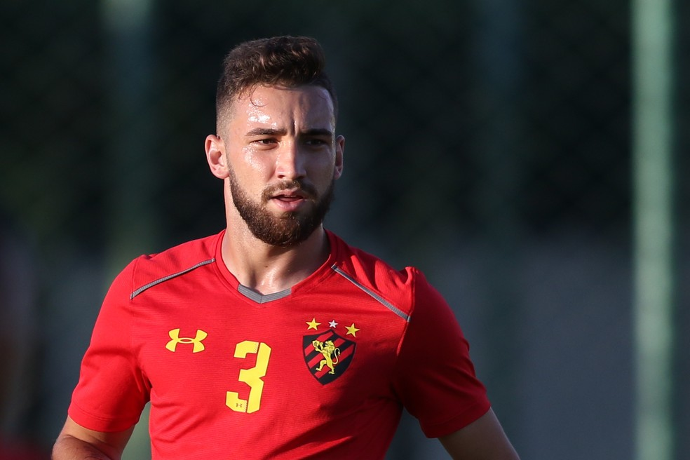 ... Léo Ortiz está apenas no segundo ano como jogador profissional — Foto   Aldo Carneiro  2de15dd324ddd