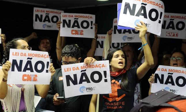 Protesto durante tentativa de votação do projeto da chamada Escola sem Partido