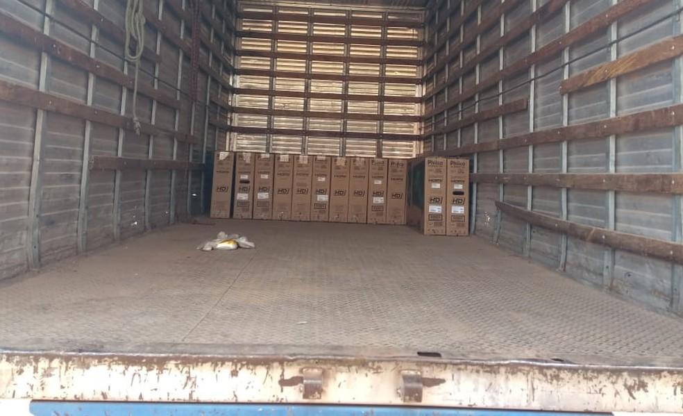 Cinco pessoas foram presas com 59 TVs roubadas de transportadora em Cuiabá — Foto: Polícia Civil de Mato Grosso/Assessoria