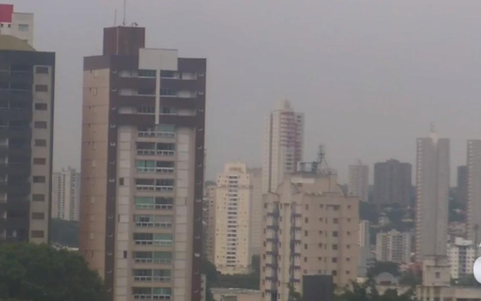 Goiânia amanhece com tempo chuvoso nesta terça-feira (13) — Foto: Reprodução/TV Anhanguera