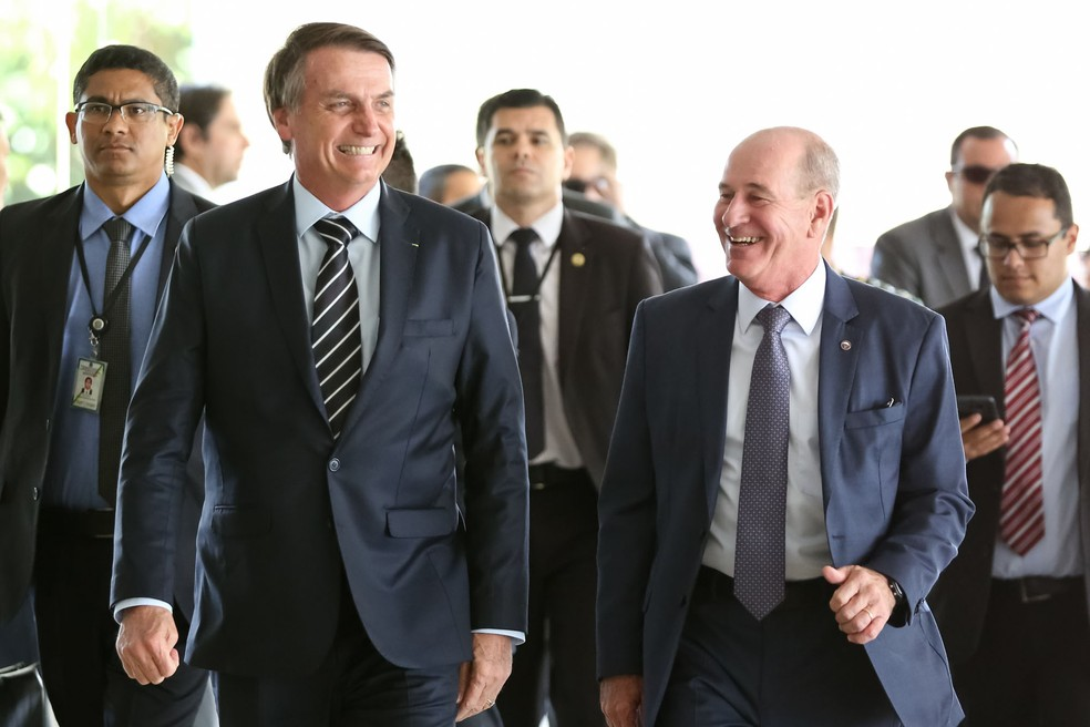 O presidente da República, Jair Bolsonaro, chega para cerimônia de transmissão de cargo do Ministro da Defesa — Foto: Marcos Corrêa/Presidência da República