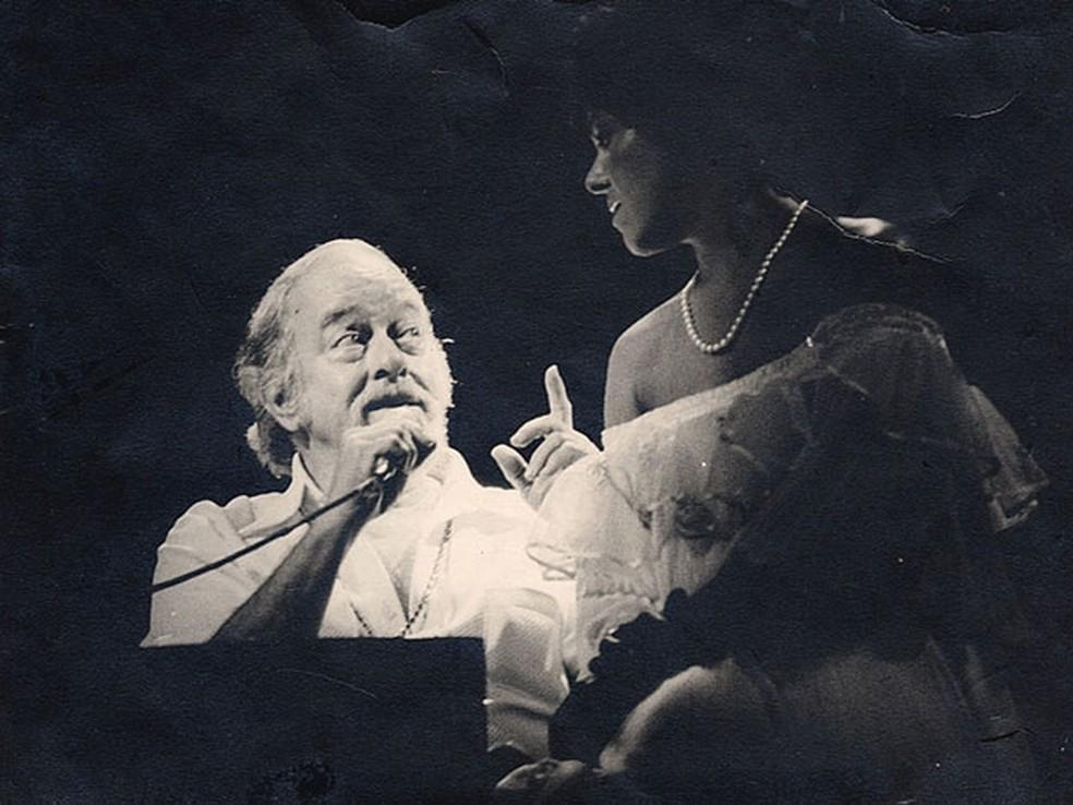 """Vinícius de Moraes e Miúcha durante show no Canecão, no Rio de Janeiro, """"em 77 ou 78"""", segundo a cantora — Foto: Chico Nelson/Arquivo pessoal"""