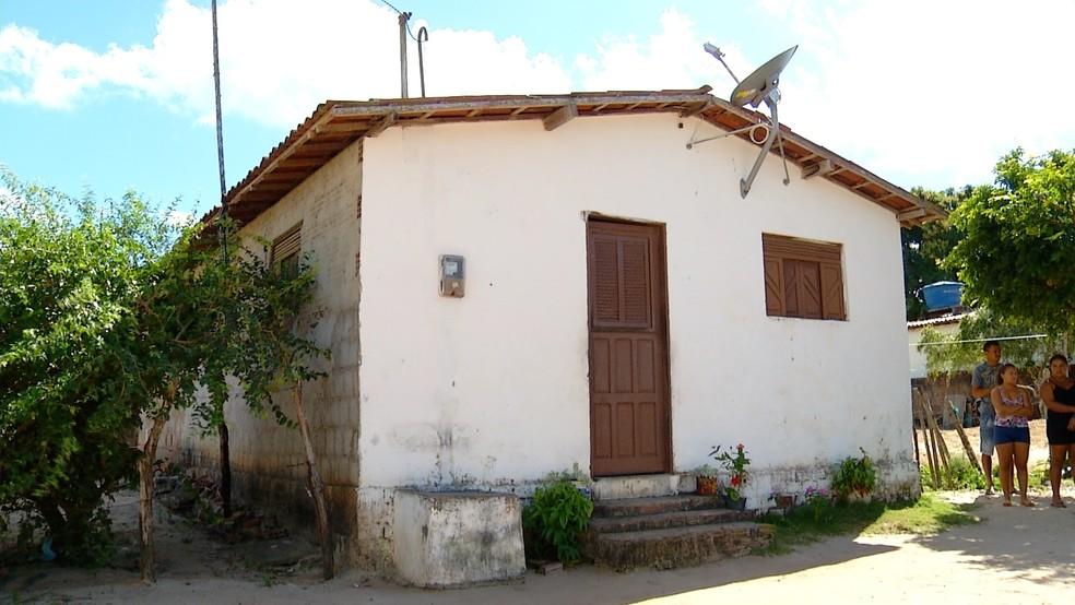 Casa onde os irmãos foram assassinados (Foto: Reprodução/Inter TV Cabugi)