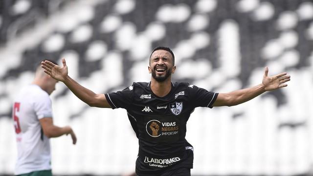 Caio Alexandre, do Botafogo, comemora gol marcado contra a Cabofriense
