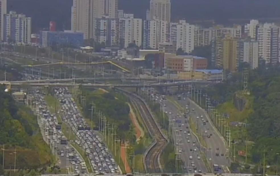 Motoristas de aplicativo fazem carreata em Salvador — Foto: Reprodução/TV Bahia
