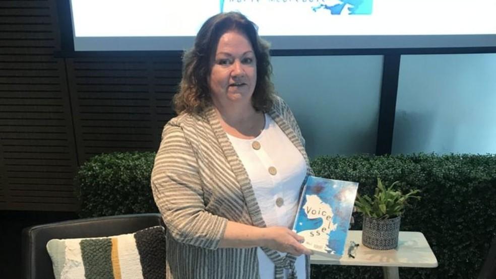Marie lançou o livro 'Voiceless', relatando sua experiência, em julho de 2019 — Foto: Cortesia Marie McCreadie/BBC