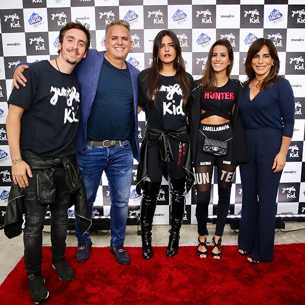 Wagner Santisteban, Orlando Morais, Antônia Morais, Ana Morais e Glória Pires (Foto: Manuela Scarpa/Brazil News)