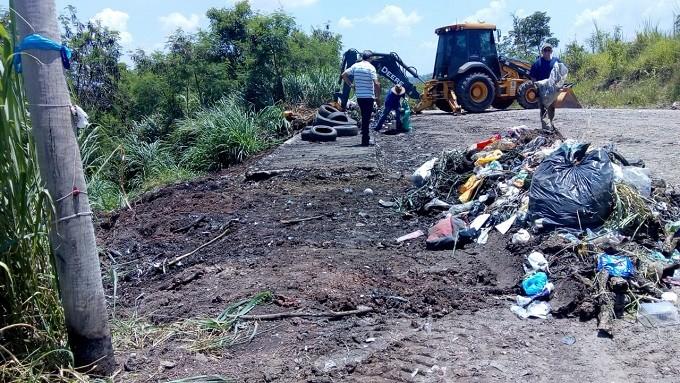 Serviço de limpeza retira três toneladas de lixo de estrada em Piracicaba - Noticias