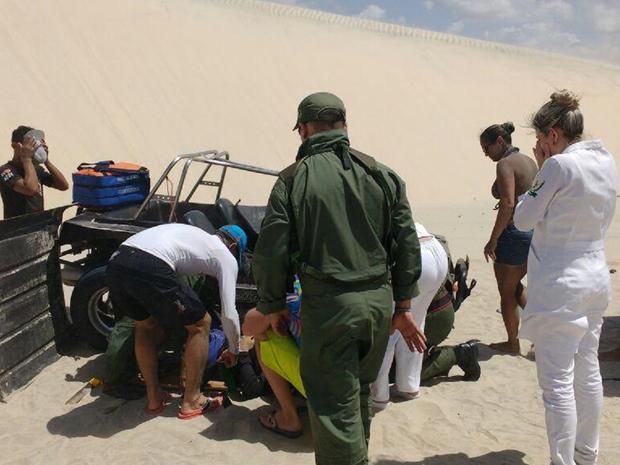 Quatro turistas da Eslovênia estavam no veículo. Dois sofreram fraturas. (Foto: SSPDS/Divulgação)
