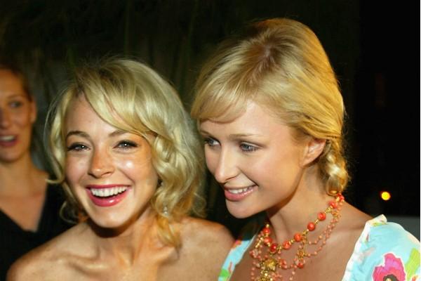 A atriz Lindsay Lohan e a socialite Paris Hilton na época em que ainda eram amigas (Foto: Getty Images)