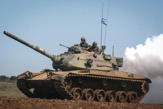Força no bruta: tanto o M60 quanto o Leopard contam com enormes motores diesel (Foto: Exército Brasileiro/Divulgação)