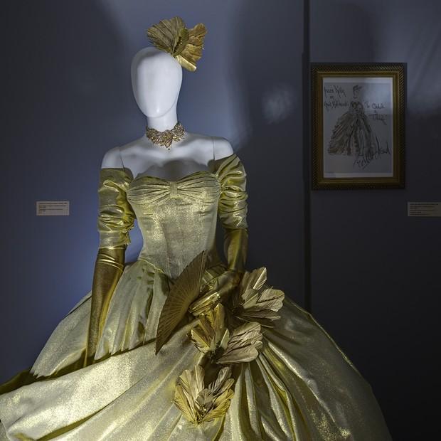 Um dos figurinos expostos na mostra Hitchcock – Bastidores do Suspense, no MIS (Foto: Leticia Godoy)
