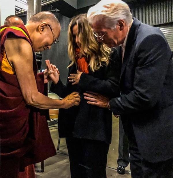 Dalai Lama, Richard Gere e Alejandra Silva (Foto: Instagram)
