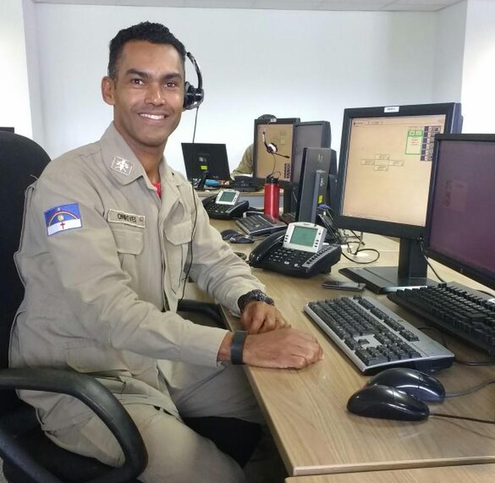 O soldado Onireves Timóteo foi um dos militares que atendeu a ligação que ajudou a salvar a vida do bebê de sete meses (Foto: Corpo de Bombeiros/Divulgação)