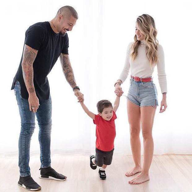 Fernando Medeiros, Aline Gotschalg e o filho do casal, Lucca (Foto: Reprodução Instagram)