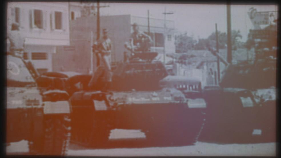 Militares nas ruas, em 1968 (Foto: TV Globo/Acervo)