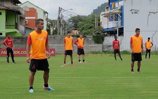 Com Felipe de volta, Jorginho faz treino fechado e esconde time