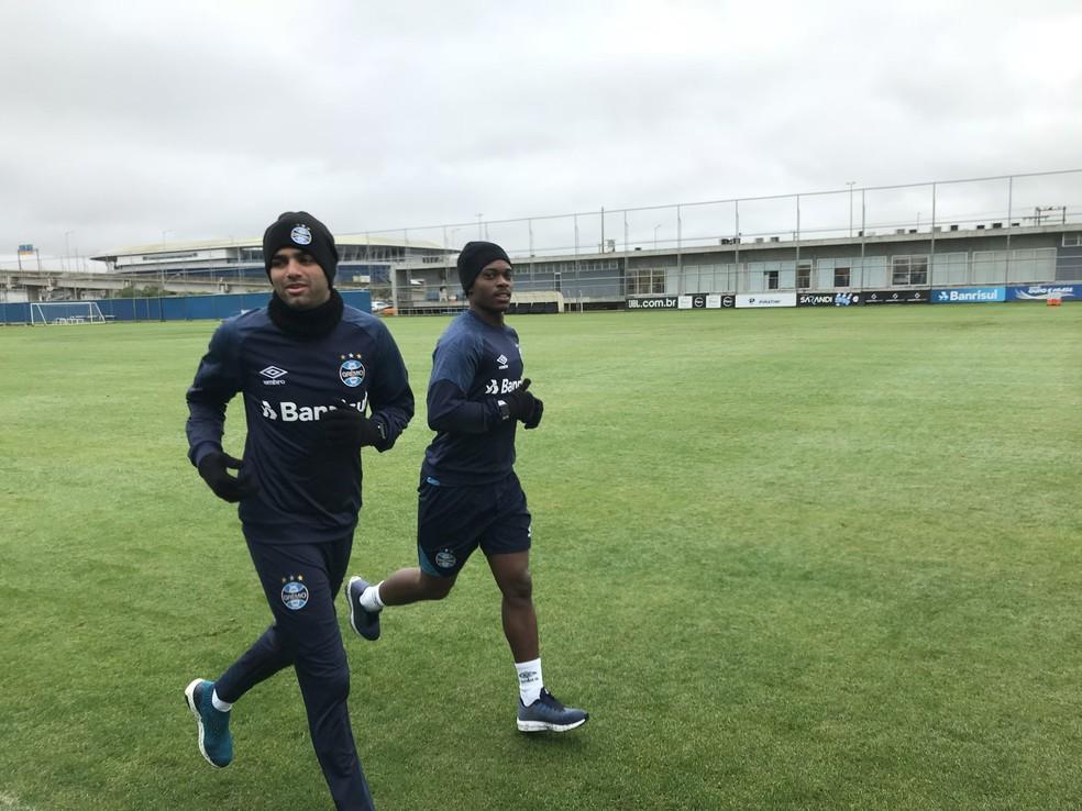 Luan e Lincoln participam de trabalho no CT Luiz Carvalho (Foto: Tomás Hammes/GloboEsporte.com)