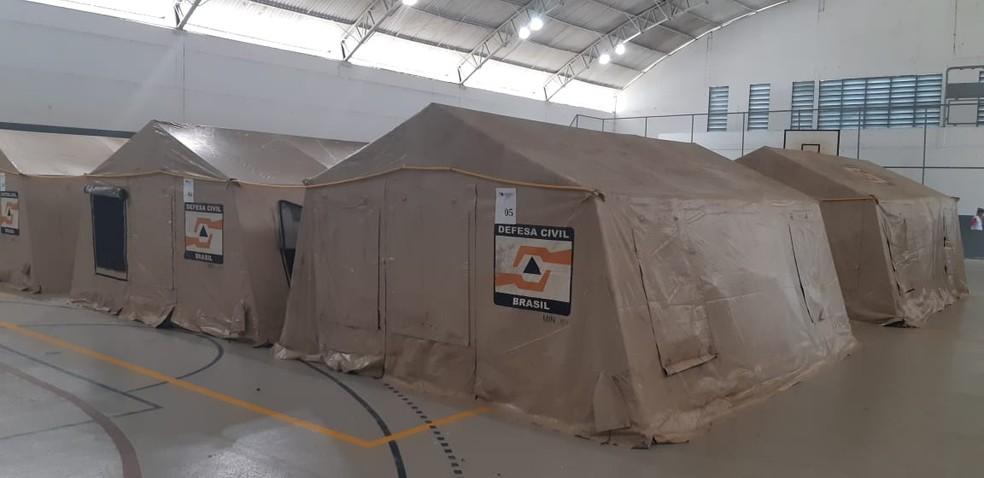 Barracas foram montadas no ginásio Fidoca em Porto Velho — Foto: Cássia Firmino/G1