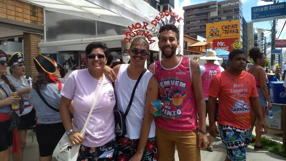 Joana Pessoa é de Recife e está com amigos de Maceió aproveitando o Pinto da madrugada em Maceió — Foto: Foto: Jamerson Soares/G1