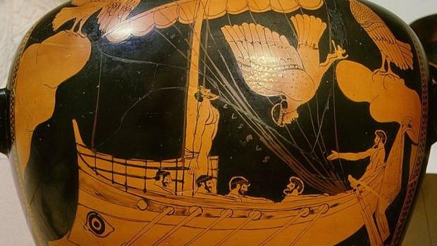Pesquisadores notaram semelhança entre o formato do navio e este desenho feito em um vaso da Grécia Antiga, hoje parte da coleção do Museu Britânico (Foto: WERNER FORMAN/GETTY IMAGES)