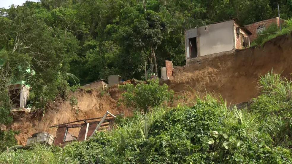 Deslizamento deixa mortos no Morro da Esperança, em Niterói — Foto: Reprodução/TV Globo