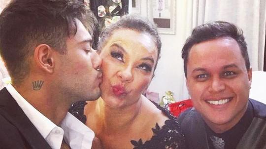 Solange Couto comenta amizade com Lucas Lucco e preocupação de 'mãe': 'Ele fica muito sozinho'